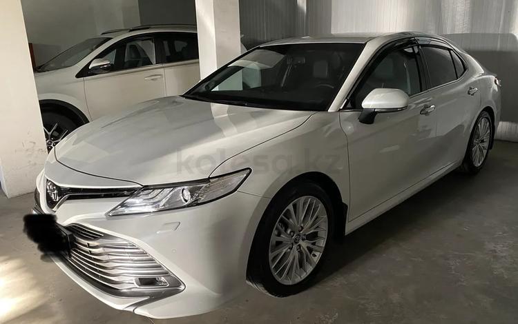 Toyota Camry 2018 года за 13 000 000 тг. в Шымкент