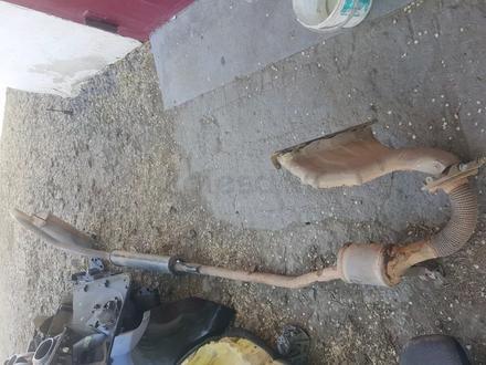 Глушитель задняя и средняя бочка рэно дастер за 15 000 тг. в Актобе