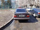 Mercedes-Benz E 220 1993 года за 1 250 000 тг. в Талдыкорган – фото 2