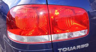 Стопы с крышки багажника Volkswagen Touareg за 777 тг. в Усть-Каменогорск