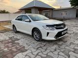 Toyota Camry 2017 года за 8 700 000 тг. в Туркестан – фото 2