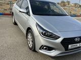 Hyundai Accent 2018 года за 7 200 000 тг. в Жанаозен – фото 2