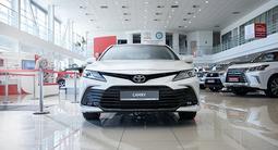Toyota Camry Luxe 2021 года за 18 790 000 тг. в Алматы – фото 2