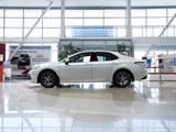 Toyota Camry Luxe 2021 года за 18 790 000 тг. в Алматы – фото 3