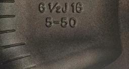 Диски комплект литой Thema Black r16 Renault Duster II 2015-Б/У за 160 000 тг. в Алматы – фото 2