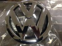 Эмблема решетки радиатора VW Passat б7 11-15 за 12 500 тг. в Алматы