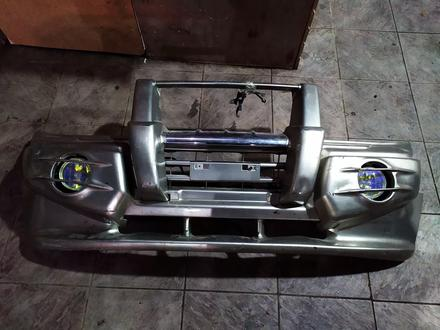 Передний бампер на Mitsubishi Pajero III за 120 тг. в Алматы – фото 4