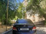 Hyundai Solaris 2014 года за 3 750 000 тг. в Шымкент – фото 2