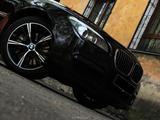 BMW 750 2010 года за 10 000 000 тг. в Алматы – фото 4