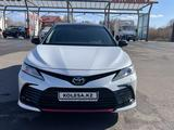Toyota Camry 2021 года за 23 000 000 тг. в Караганда – фото 2