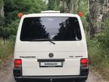Volkswagen Caravelle 2002 года за 5 500 000 тг. в Алматы – фото 5