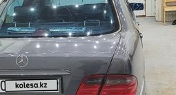 Mercedes-Benz E 280 1998 года за 3 200 000 тг. в Актау – фото 3