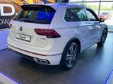 Volkswagen Tiguan R-Line 2.0 2021 года за 17 890 000 тг. в Уральск – фото 2
