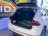 Volkswagen Tiguan R-Line 2.0 2021 года за 17 890 000 тг. в Уральск – фото 3