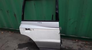 На Mitsubishi Pagero дверь боковая на бегемот за 15 000 тг. в Алматы