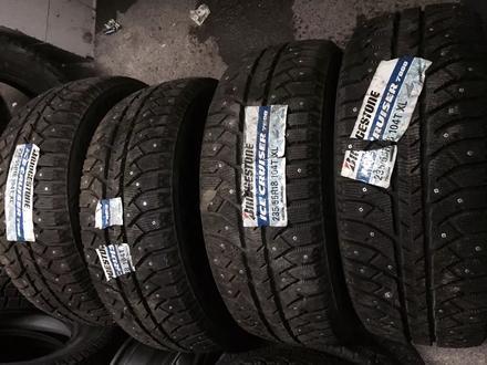 2 шины Bridgestone 235/55/18 за 49 990 тг. в Нур-Султан (Астана)