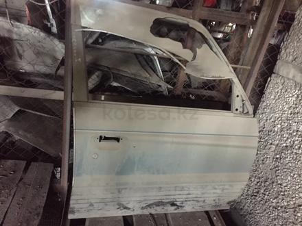 Дверь правый передний за 10 000 тг. в Алматы