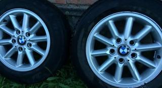 Комплект колёс на хороших дисках r-16 от BMW e39 с резиной 195*65. за 55 000 тг. в Уральск