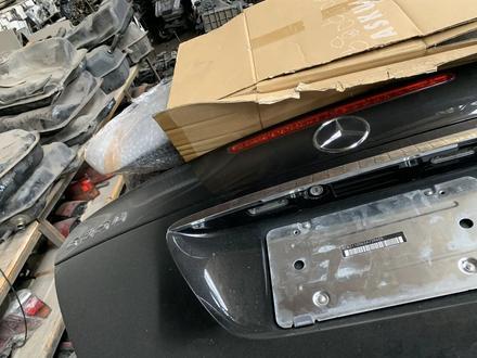 Крышка багажника на Mercedes-Benz 211 привозная с японии за 18 000 тг. в Алматы – фото 3