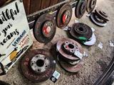 Тормозные диски на Toyota Camry 20 за 15 000 тг. в Алматы – фото 3