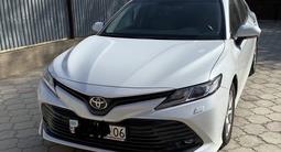 Toyota Camry 2018 года за 13 200 000 тг. в Атырау