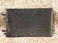 Радиатор кондиционера на Volkswagen Sharan v2.8 бензин (1998 год) б… за 12 000 тг. в Караганда
