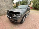 Jeep Grand Cherokee 2012 года за 8 500 000 тг. в Уральск
