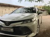 Toyota Camry 2019 года за 14 000 000 тг. в Шымкент – фото 2