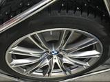 Оригинальный комплект колес с BMW 7 за 1 300 000 тг. в Нур-Султан (Астана) – фото 2