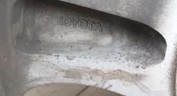 Диски на а/м Toyota LC Prado с зимней резиной за 150 000 тг. в Петропавловск – фото 3