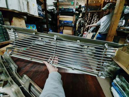 Решетки радиатора на Toyota LAND Cruiser 100 за 30 000 тг. в Алматы – фото 2
