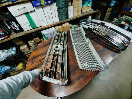 Решетки радиатора на Toyota LAND Cruiser 100 за 30 000 тг. в Алматы – фото 4