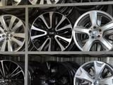Toyota Subaru Mercedes оригинальные диски R 16 за 180 000 тг. в Алматы – фото 3