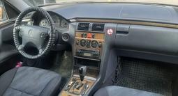 Mercedes-Benz E 260 2000 года за 2 900 000 тг. в Шымкент