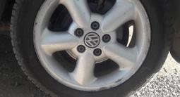 Volkswagen Sharan 1997 года за 1 500 000 тг. в Актобе – фото 2