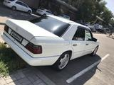 Mercedes-Benz E 220 1993 года за 2 100 000 тг. в Алматы – фото 2
