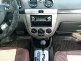 Chevrolet Lacetti 2004 года за 1 700 000 тг. в Атырау – фото 2