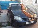 Volkswagen Golf 2005 года за 2 500 000 тг. в Семей – фото 2