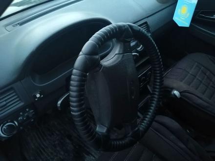 ВАЗ (Lada) 2172 (хэтчбек) 2011 года за 1 600 000 тг. в Актобе – фото 2