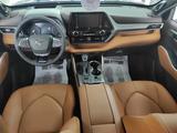Toyota Highlander Luxe 2021 года за 32 611 550 тг. в Уральск