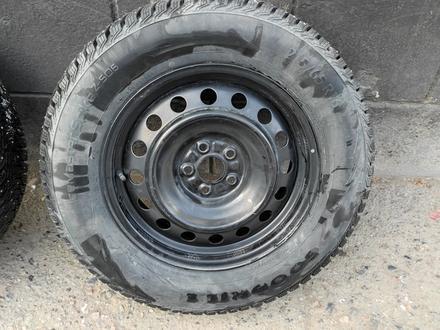 Комплект дисков с шинами 215/65/16 за 100 000 тг. в Алматы