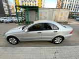 Mercedes-Benz C 200 2003 года за 3 300 000 тг. в Караганда – фото 2