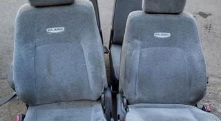 Комплект сидений Mitsubishi Pajero за 120 000 тг. в Алматы