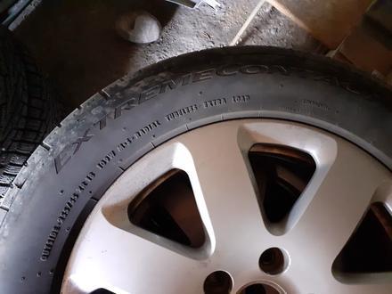 Комплект шин с дисками за 80 000 тг. в Алматы – фото 3