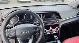 Hyundai Elantra 2019 года за 9 000 000 тг. в Актау – фото 5