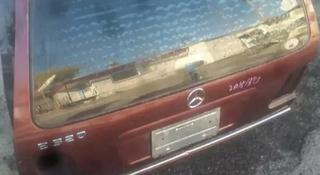 Крышка, дверь багажника на Мерседес w210 универсал за 15 000 тг. в Караганда