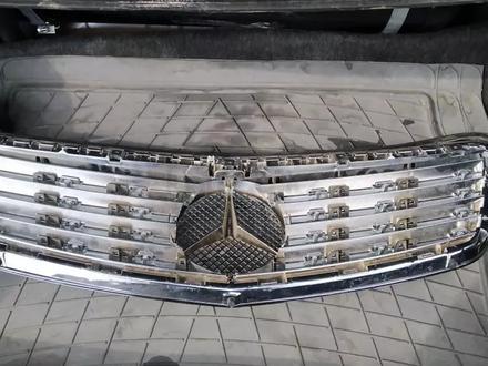 Решетка радиатора на мерс за 123 456 тг. в Алматы – фото 2