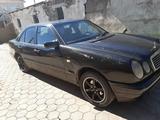 Mercedes-Benz E 230 1996 года за 1 500 000 тг. в Караганда – фото 2