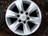 Б/у оригинальные литые диски на Toyota Land Cruiser Prado 150 за 206 000 тг. в Актобе – фото 4