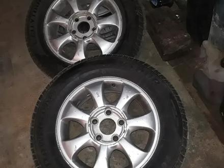 Диск с шинами почти новые шины за 70 000 тг. в Актау – фото 5